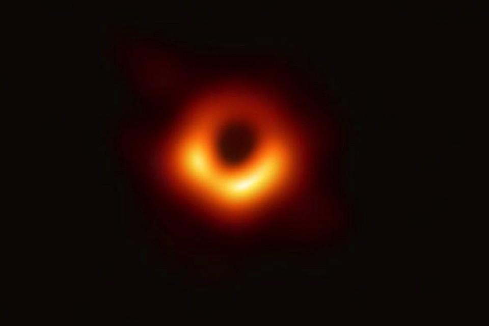 Фото черной дыры сегодня, 11 апреля, в космосе